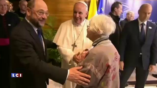 Le Pape rencontre une vieille femme qui l'avait h�berg� en 1985