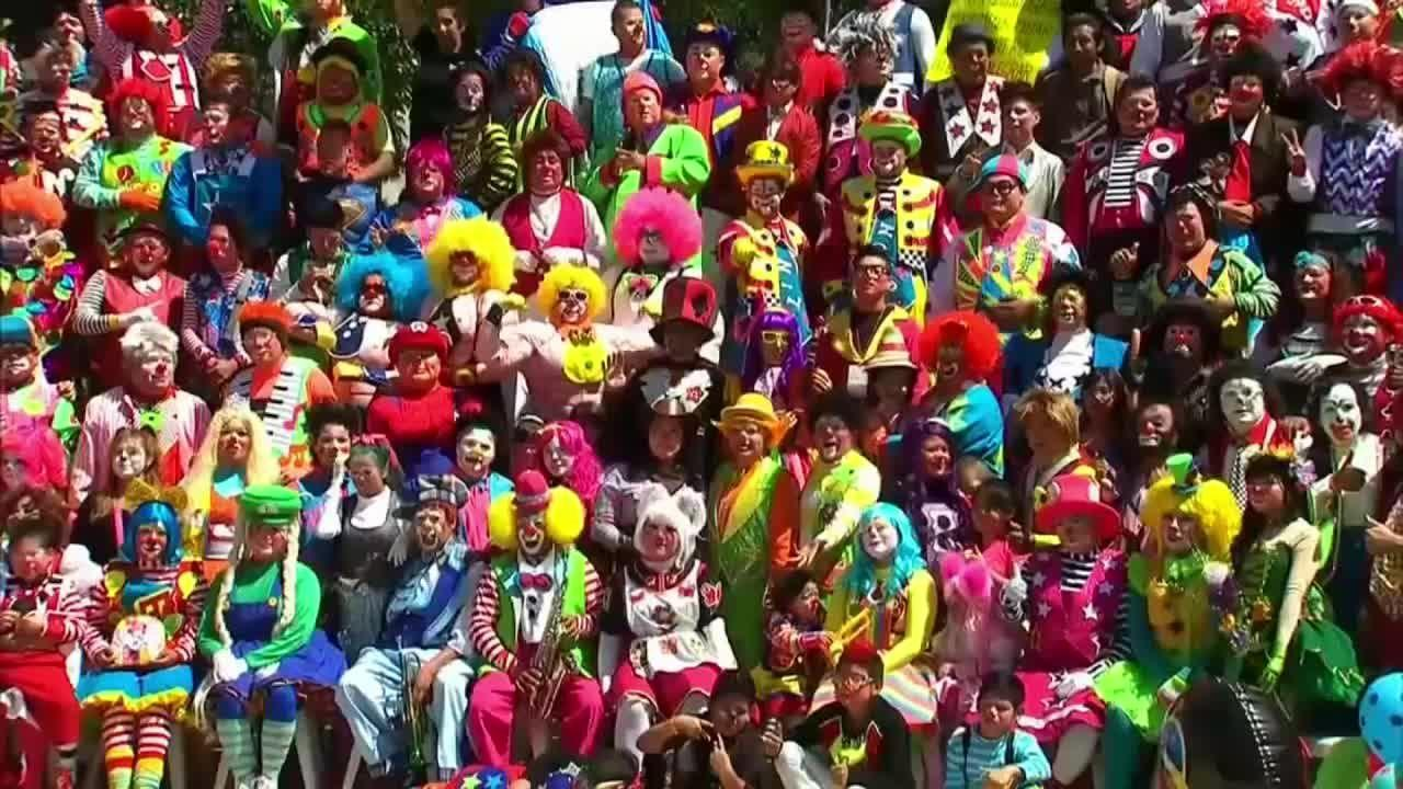 Des gentils clowns manifestent contre ceux qui terrorisent la population